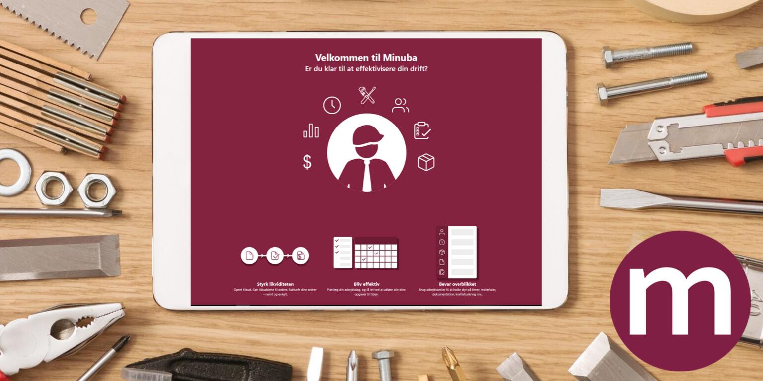 en hånd holder i en app med ordrestyring for håndværkere